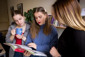 Teens, French course for non-French speakers (A2/B1), Fridays  4.45pm-5.45pm (3/9/2021 – 24/06/2022)